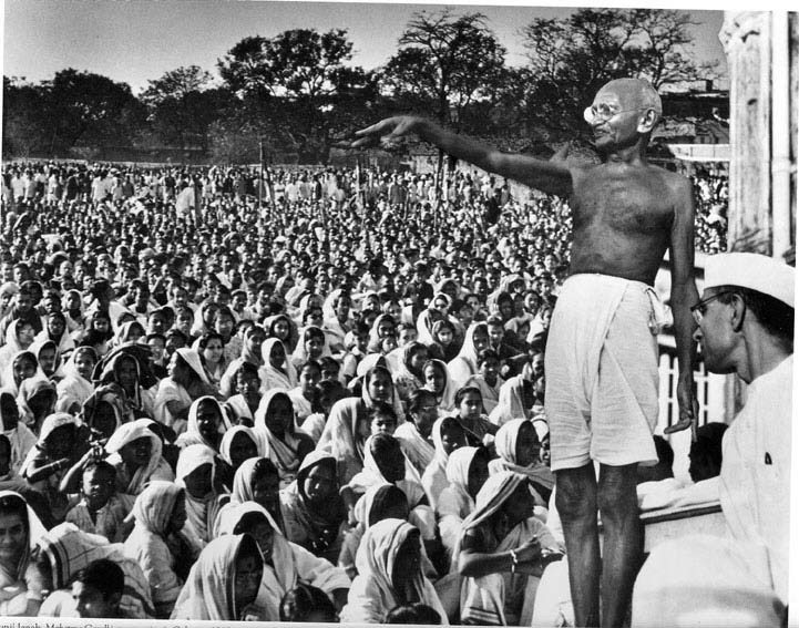 gandhi-and-crowd.jpg (721×567)